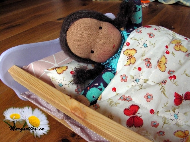 margaritka-dolls-doll-cradle-crib-bedding-waldorf-steiner-baby-doll-bed-18-inch-american-girl-doll-bed-painted-48cm5_667