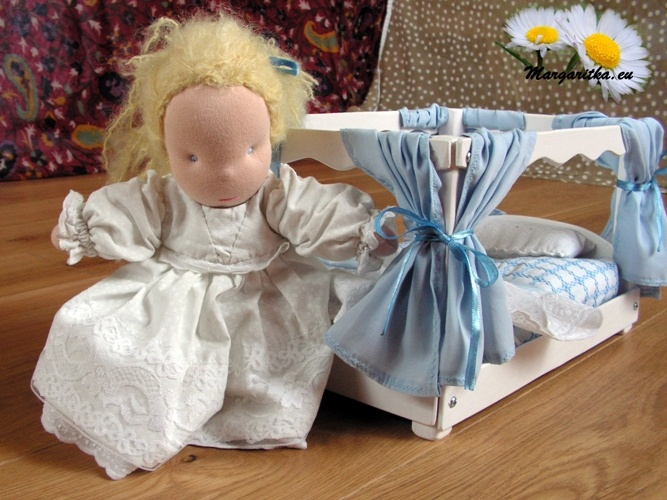 waldorf-doll-waldorfpuppe-waldorf-toy-wooden-doll-bed-cinderella-princess-bed-20x30cm-2-web_667